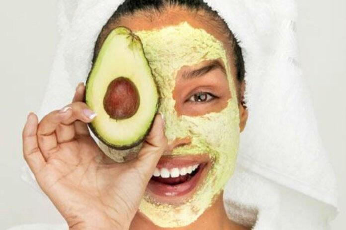 Masca cu avocado pentru ten uscat